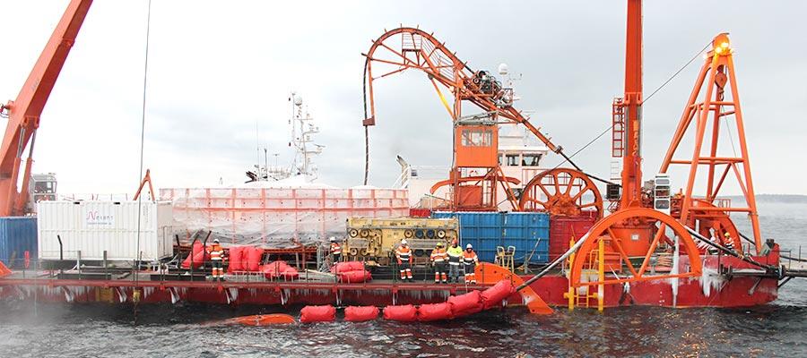 Submarine cable (power/fibre-optic)
